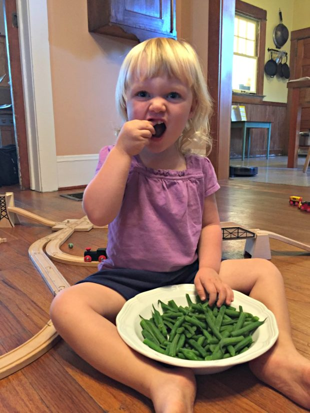 Keira eating green beans-min
