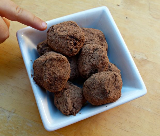 raw-paleo-fudge-balls
